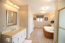 Ozark Suite Bathroom
