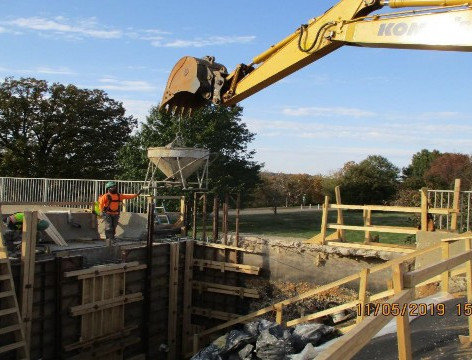 Placing Concrete for Backwall Reconstruction, East Approach North Bridge.