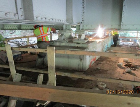 Bearing Replacement Operations at Pier 13, South Bridge.
