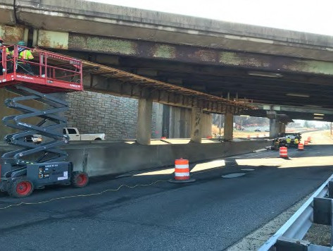 Contractor is installing overhangs on Pier Cap SB South Capitol Street, SW left lane