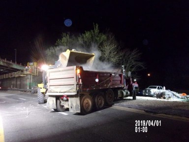 Loading demolished concrete debris