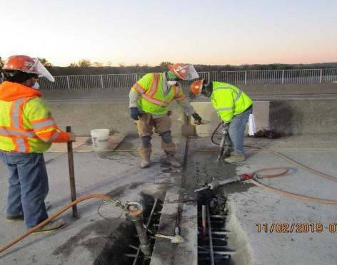 Reconstructing Strip Seal Joint at Span 10/9, North Bridge.