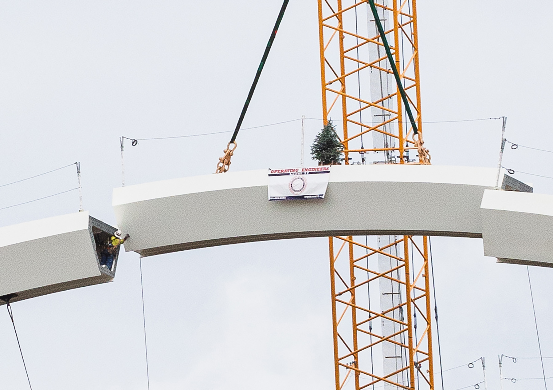 Last Piece of FDMB Arch Erection - Photo Credit The Walsh Group
