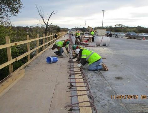 Sidewalk Forming , North Bridge.
