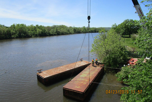 Mobilizing and Loading Barges to the Anacostia River