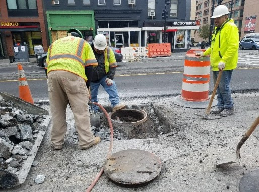 FMCC removing abandoned manhole top at 14th & U St