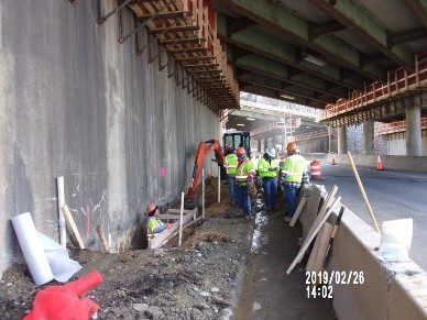 Excavating for superstructure jacking foundation
