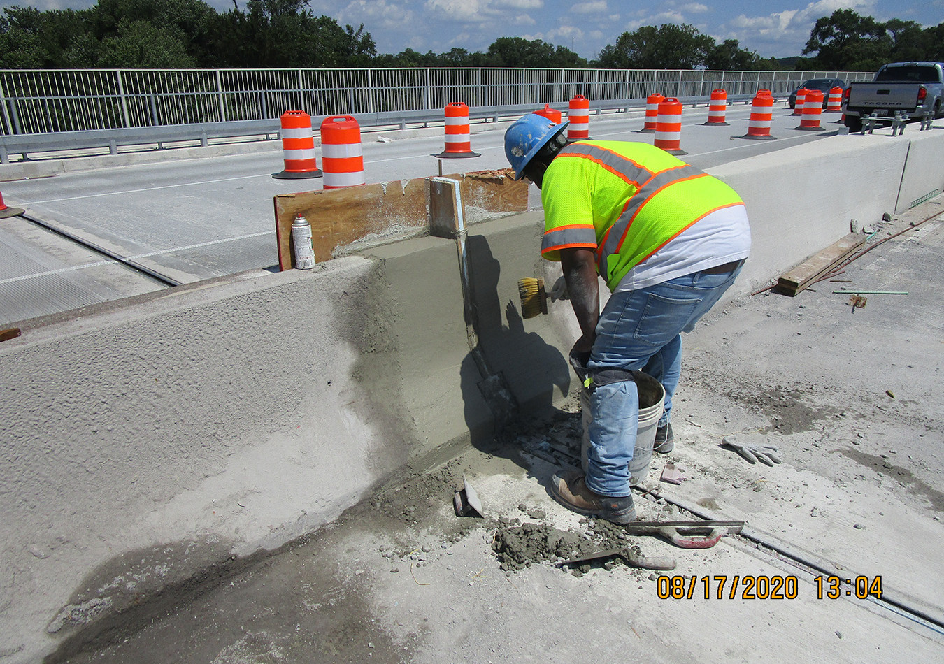 South Bridge Median Barrier Joint Reconstruction