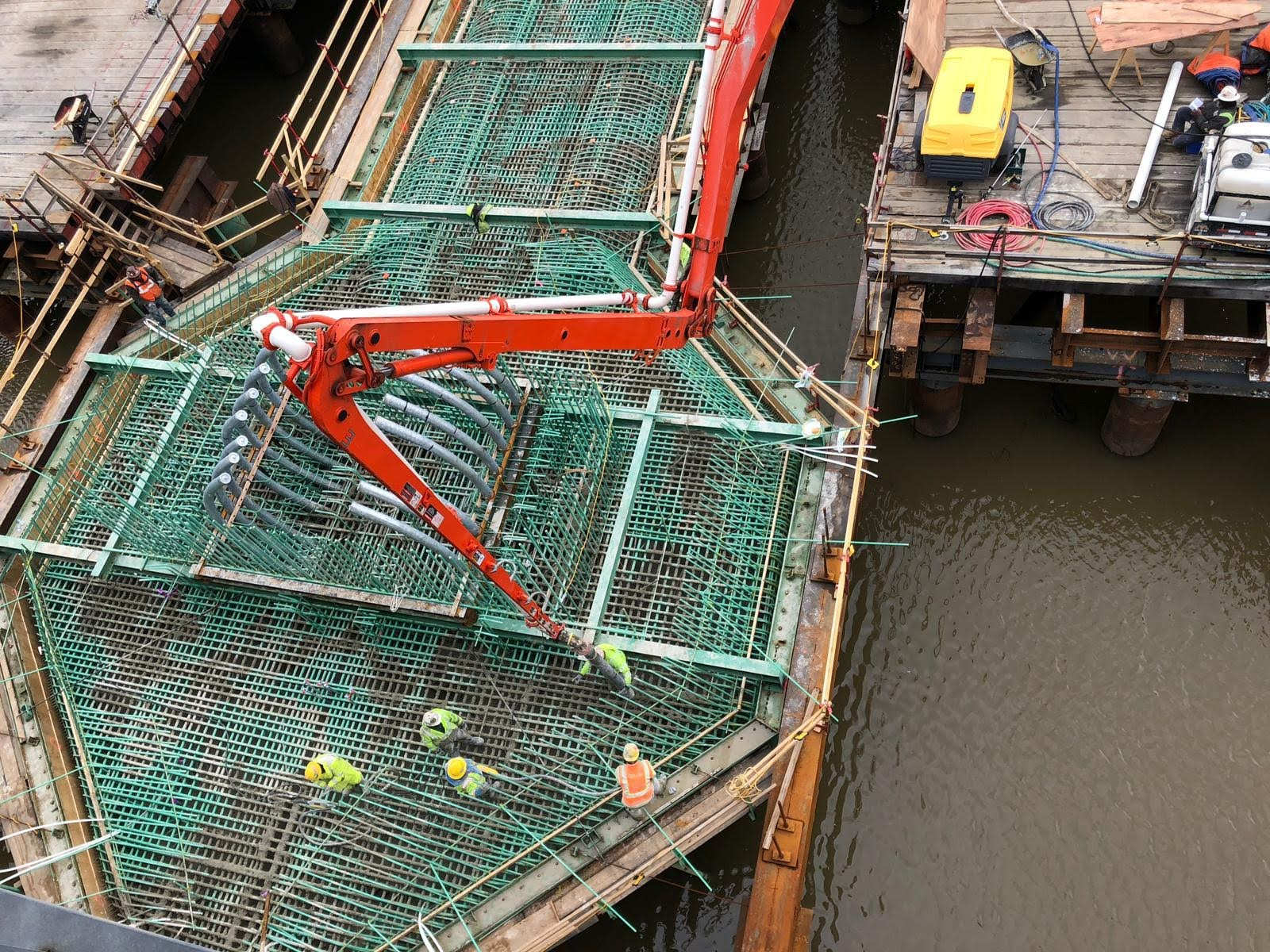 Concrete pour on the V-Pier 1