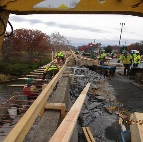 Overhang Formwork Installation, North Bridge.