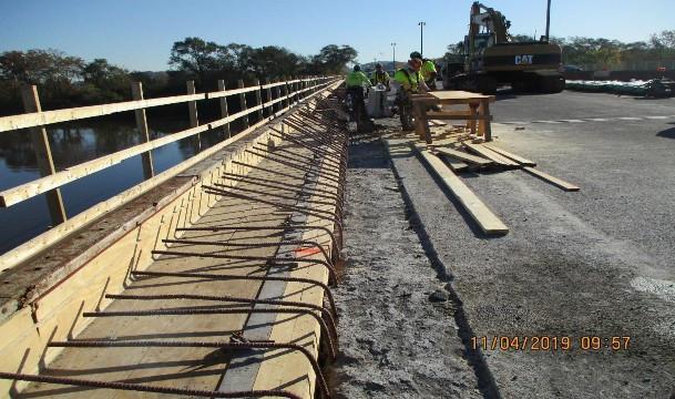 Sidewalk Forming, North Bridge.