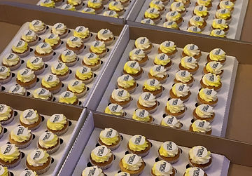 Renault Logo Cupcakes 2 .jpg