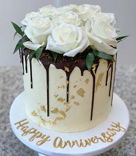 anniversery cake vegan gold leaf white r