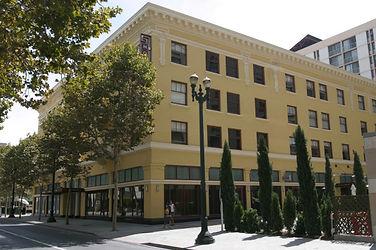 hotels-3-pt_-081904.jpg