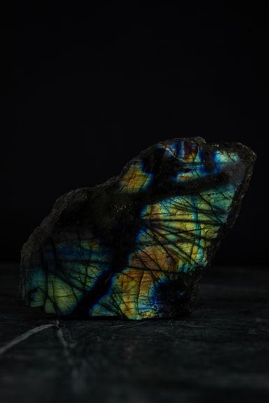 Labradorite-Raw-Crystal-Healing-Stone.jp