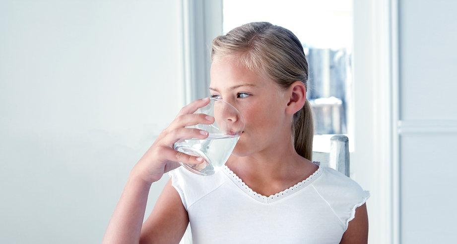 beba água mineral dafloral