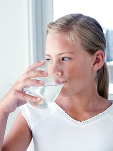 Seu eu beber água mineral, estarei obtendo flúor suficiente?