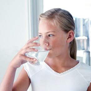 Изучение количества воды, необходимого для восстановления оптимального настроения и когнитивных функ