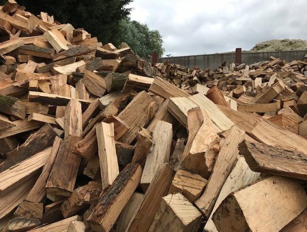 Gespleten houtblokken