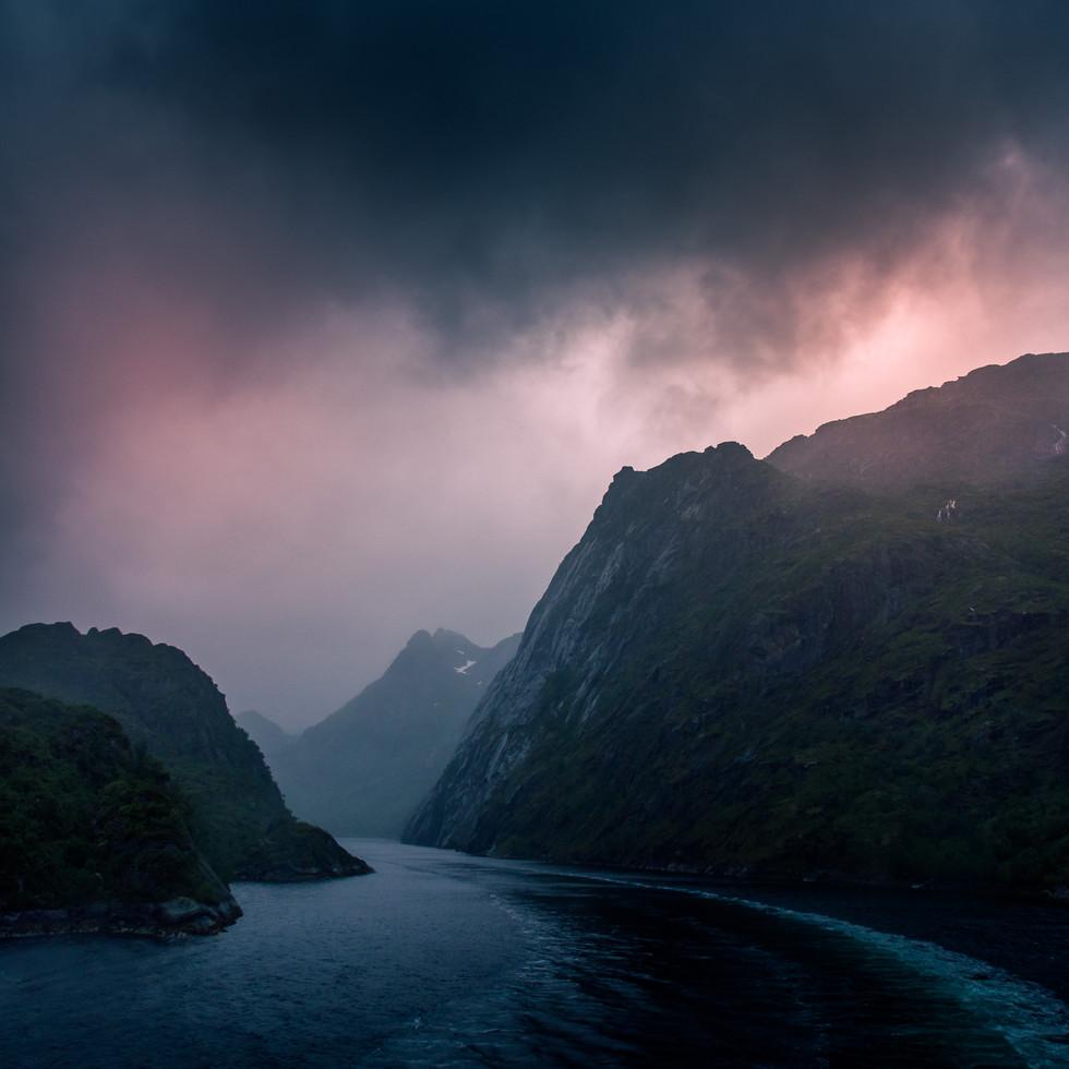 TROLLFJORDEN - Bildet er tatt fra Hurtigruten.