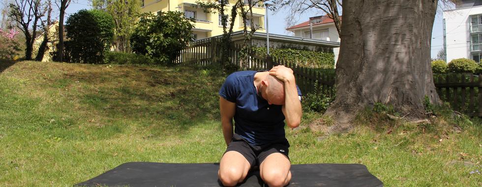 Beugung der Halswirbelsäule schräg