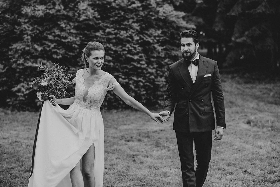 ślub plenerowy warszawa, rustykalny ślub, fotograf ślubny warszawa, para młoda, bukiet ślubny, ślub w plenerze, reportaż ślubny