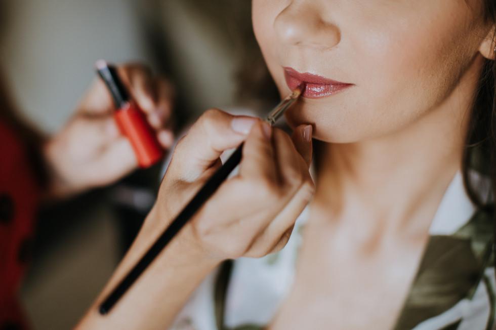 makijaż, przygotowania ślubne, detale ślubne, reportaż ślubny Biały Pałac