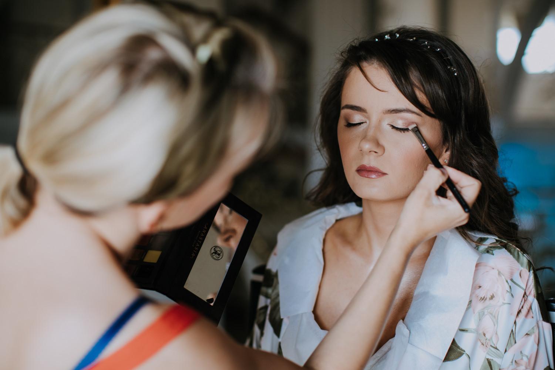 makijaż, przygotowania ślubne, reportaż ślubny Biały Pałac