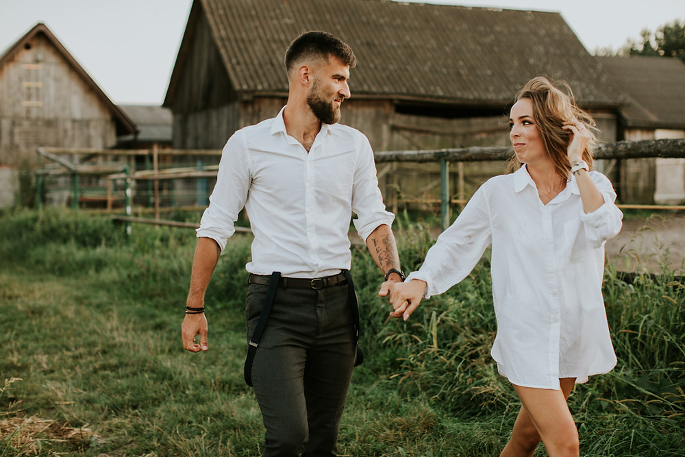 sesja z koniem, sesja w stodole, sesja w plenerze, sesja narzeczeńska, sesja poślubna, rustykalny ślub, miłość, planuję wesele, sesja ślubna, sesja zdjęciowa warszawa, narzeczona, narzeczony