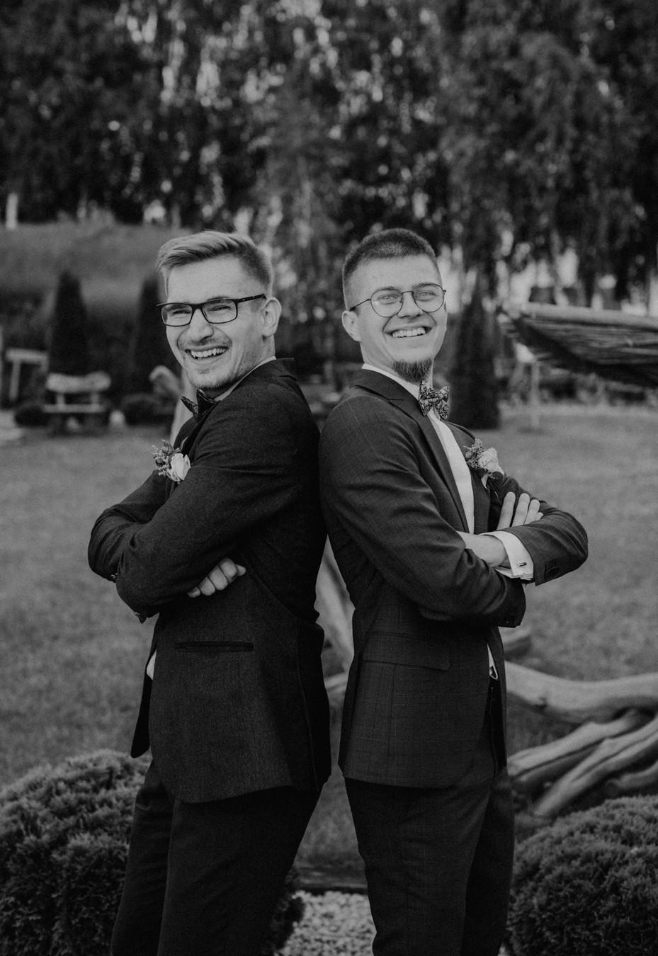 Skansen Bicz, wesele w Skansenie Bicz, plenerowy ślub w Skansen Bicz, plener ślubny Skansen Bicz w Koninie, fotograf ślubny Konin, reportaż ślubny, zdjęcia ze ślubu w Skansenie Bicz, rustykalne wesele, boho ślub, boho wesele