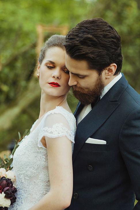 portret panny młodej i pana młodego, rustykalny ślub, fotograf ślubny warszawa, para młoda, bukiet ślubny, ślub w plenerze, reportaż ślubny