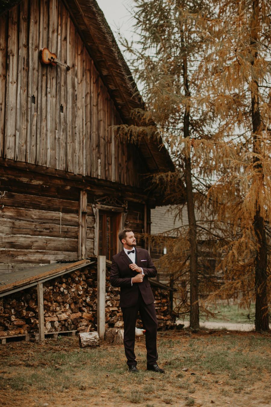 Zagroda Ojrzanów, jesienny plener ślubny, ślub w Zagrodzie Ojrzanów, wesele w Ojrzanowie, rustykalne wesele, boho wesele Warszawa, piękna sala na wesele pod Warszawą, wesele w naturze, slow wedding, fotograf Warszawa, rustykalny fotograf ślubny, plener poślubny
