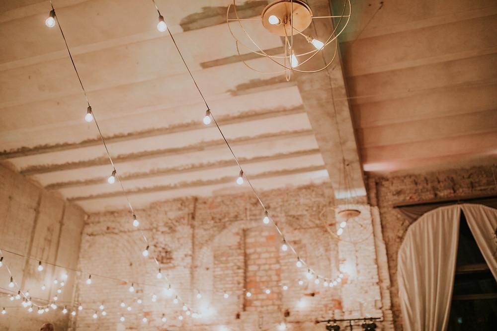 zielone dekoracje, Reduta Banku Polskiego, Izba Przyjęć, wesele, klimatyczne wesele, ślub, sala weselna warszawa, girlandy