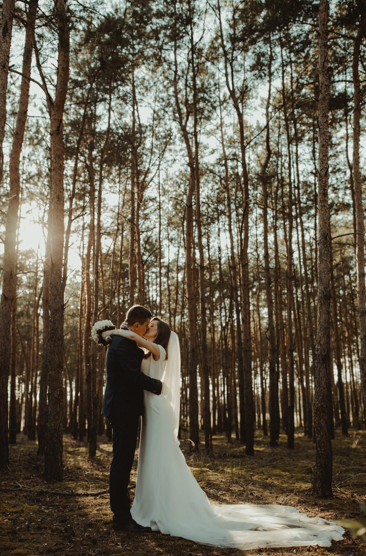 fotograf ślubny Konin, plener poślubny Krzymów, plener ślubny, najlepszy fotograf na ślub, reportaż ślubny, romantyczne zdjęcia ślubne