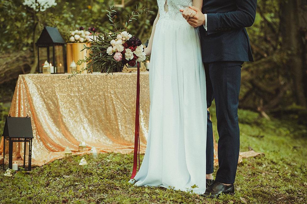 dodatki ślubne, rustykalny ślub, fotograf ślubny warszawa, para młoda, bukiet ślubny, ślub w plenerze, reportaż ślubny