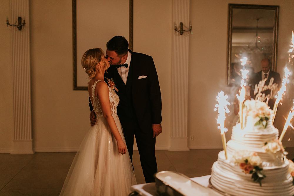 sala bankietowa raj, rustykalne wesele, fotograf warszawa, karolina roszak, najpiękniejsze zdjęcia ślubne, wesele warszawa, fotograf ślubny warszawa, tort weselny