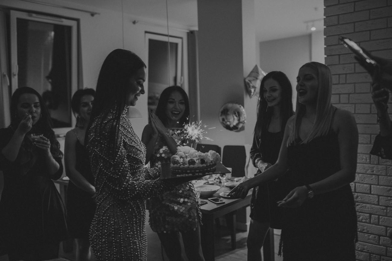 wieczór panieński w mieszkaniu, wieczór panieński w apartamencie, fotograf warszawa, fotograf ślubny warszawa, bride to be, fotograf na wieczór panieński warszawa, apartament wieczór panieński