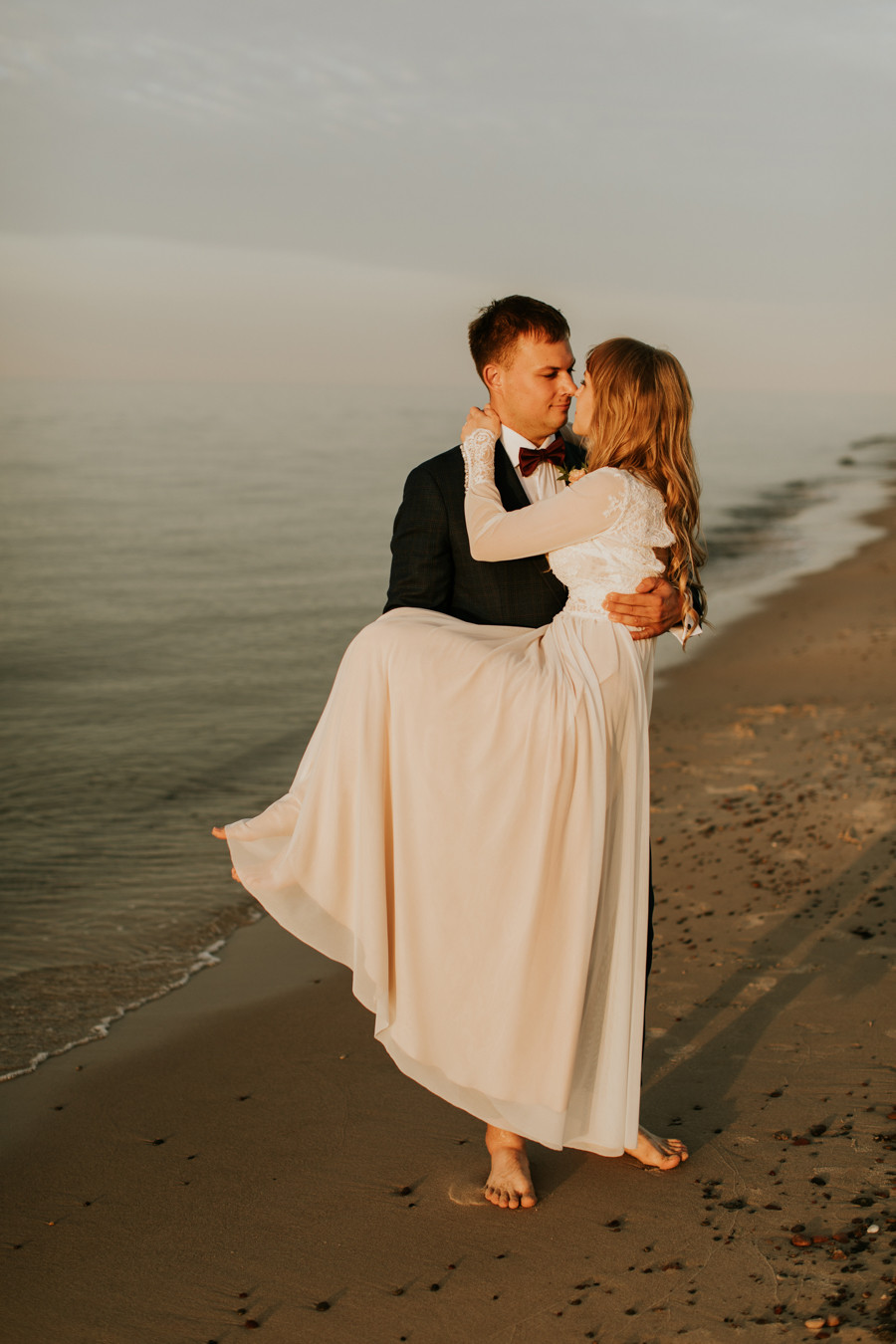 plener ślubny nad morzem, plener w Łebie, Słowiński Park Narodowy, sesja ślubna na wydmach, zdjęcia ślubne wydmy Łeba, rustykalne wesele, boho ślub, fotograf Warszawa