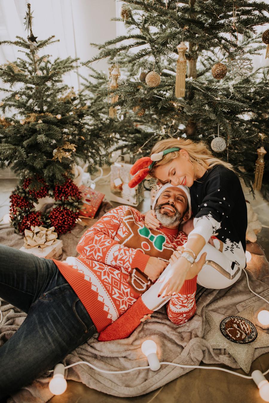 sesja świąteczna, domowa sesja świąteczna, Boże Narodzenie, sesja zdjęciowa, Warszawa, fotograf Warszawa, sesja narzeczeńska Warszawa, sesja zdjęciowa w domu, Ewa Szabatin, Ewa Szabatin związek, Ewa Szabatin z mężem