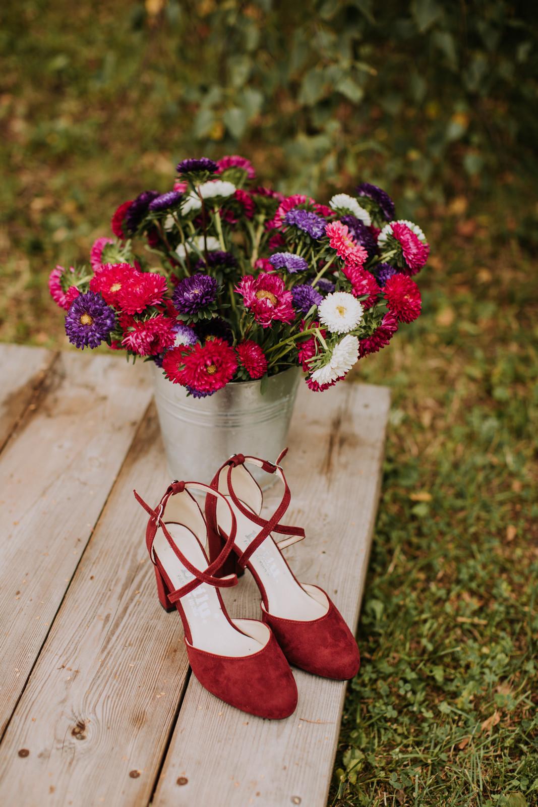 rustykalne buty ślubne