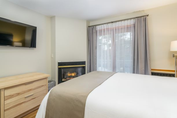 Main Inn -- One Queen Suite with Fireplace