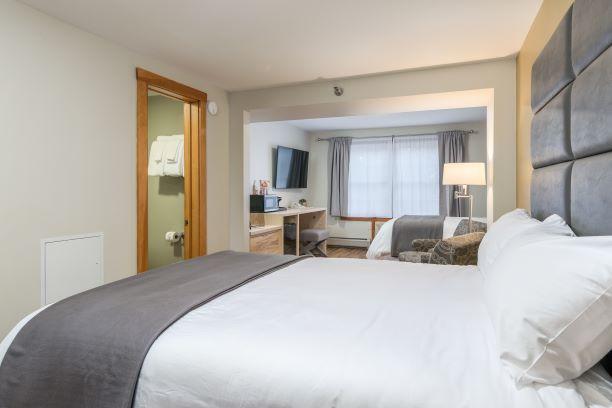Main Inn -- Two Queen Room