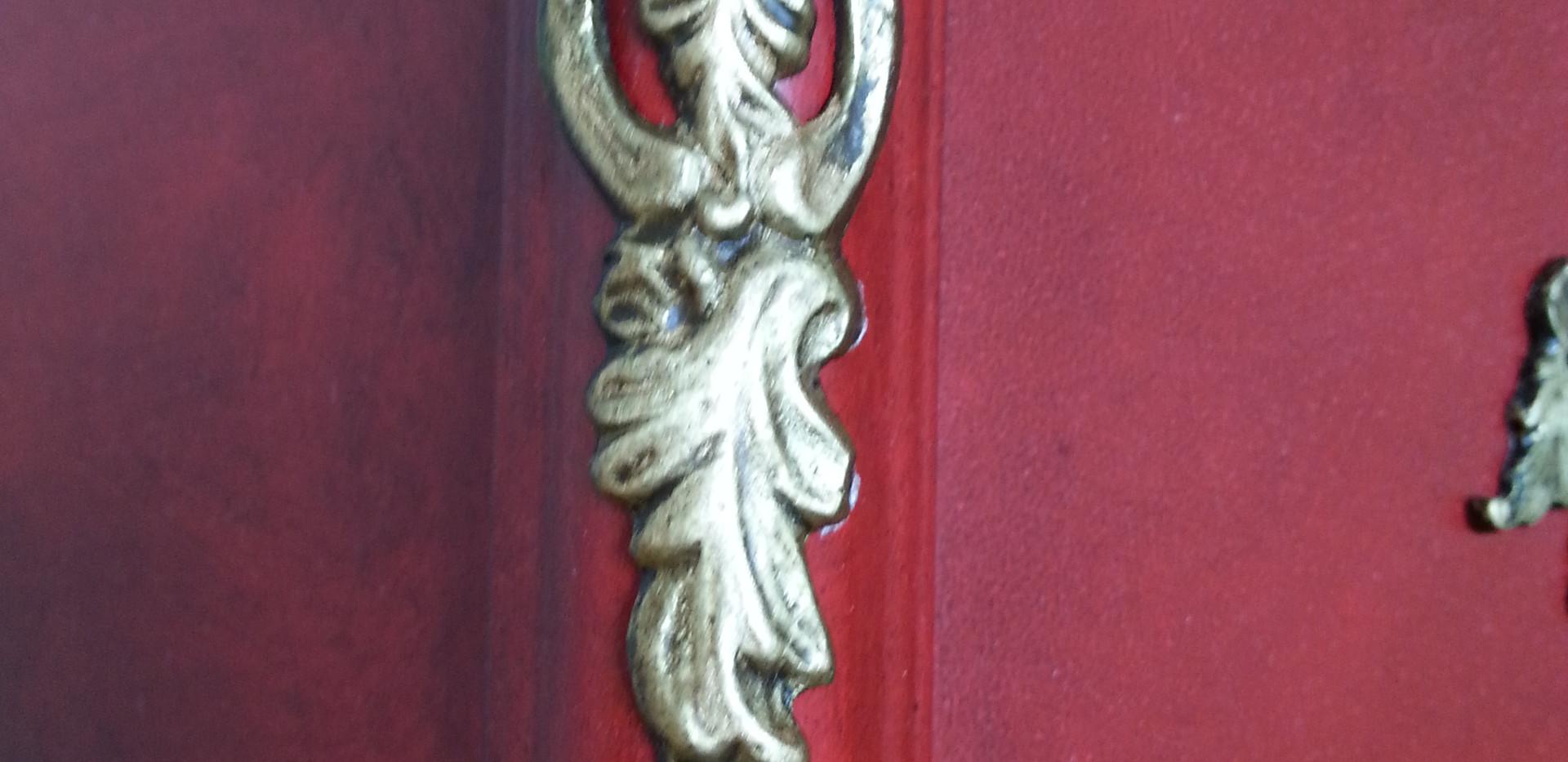 commode regence rouge patine noire