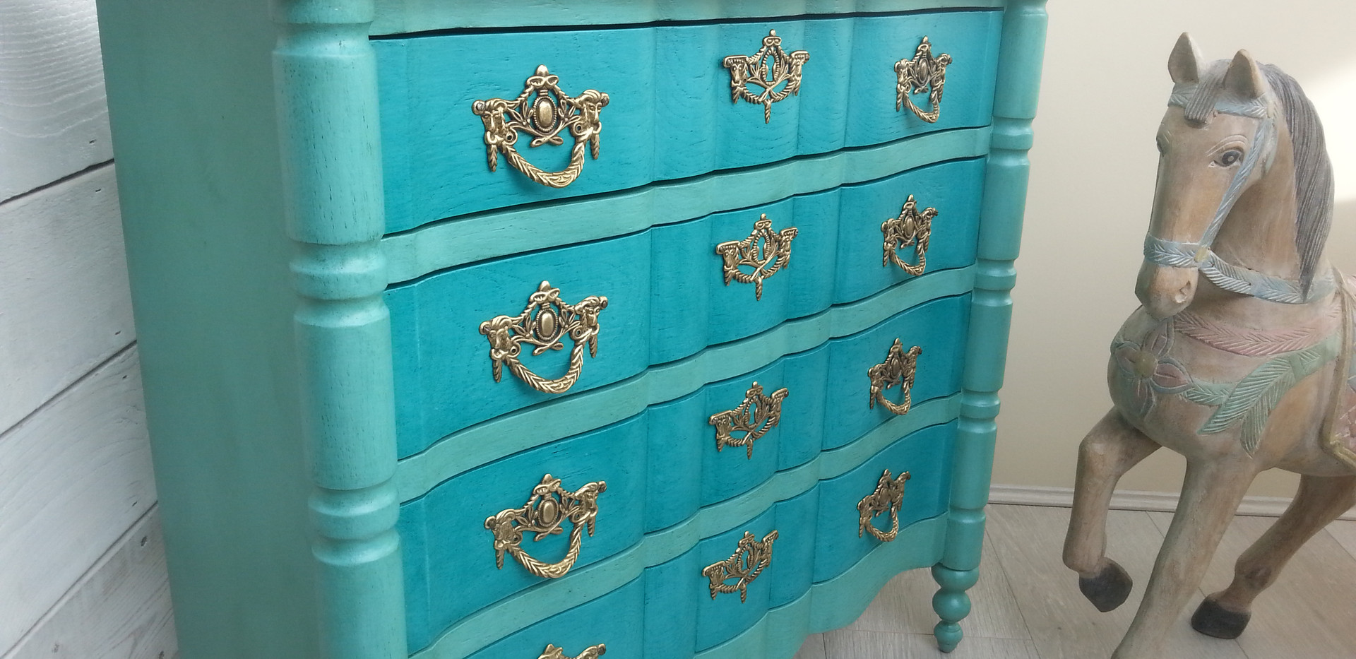 commode arbalète patine turquoise