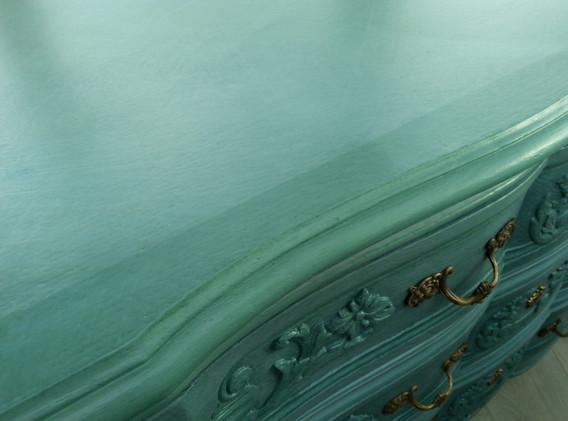 Le plateau avec une  patine turquoise