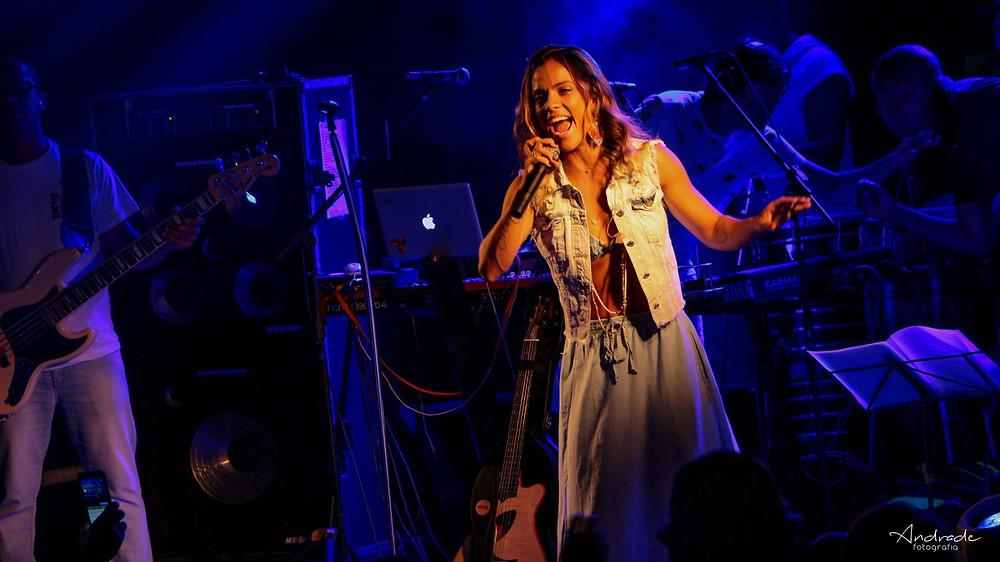 Ju Moraes cantou grandes sucessos do samba
