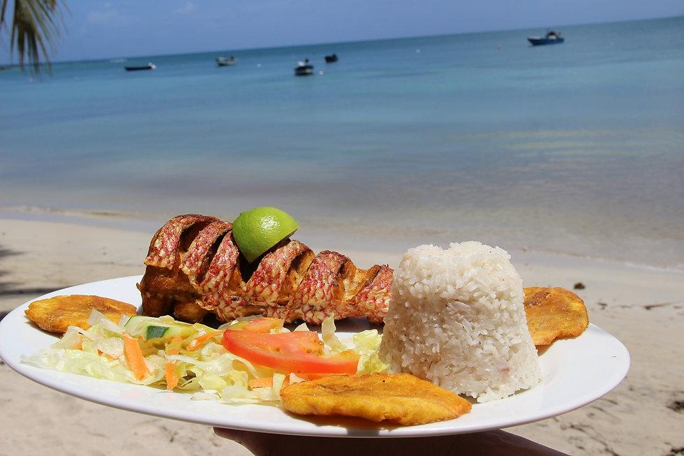 Pescado frito en Providencia.JPG