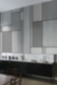 grigio, beige, tappeto grigio, tappeto beige, tenda grigia, tenda beige, giardino, outlet arredamento, momo design, tigullio design, design casa, tende da sole, tende casa, torna a casa, casa, arredo casa, tappeto di fragole, via della seta, baco da seta, 2019, iliad, mondiali, stoffe a genova, carta da parati, colla per carta, moderno, design moderno, design tessile, design tessuti, grigio chiaro, rosso, blu, cuscini