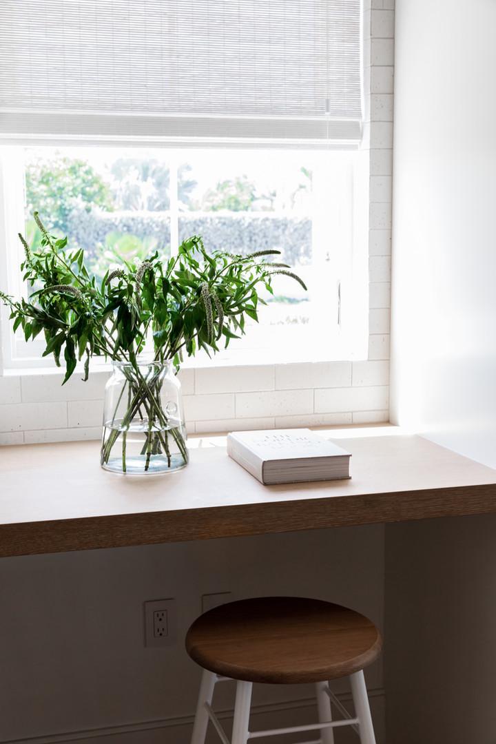 Lalique Pointe Kitchen desk