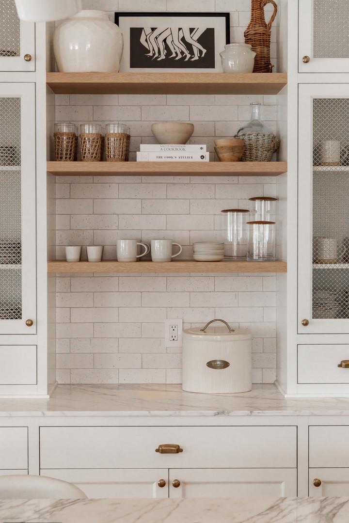 Lalique Pointe Kitchen shelves